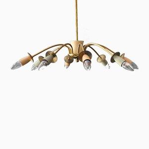 Lámpara de araña de ocho brazos Mid-Century de latón con conos de metal coloreado
