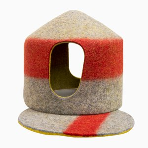 Tents Tea Cozy Rouge en Pure Feutre de Laine Naturelle par Minale Maeda pour Hands On Design