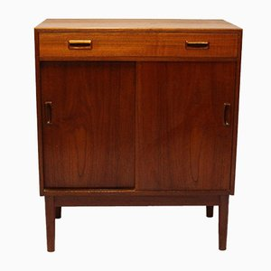 Mueble bajo danés de teca con puertas correderas, años 60