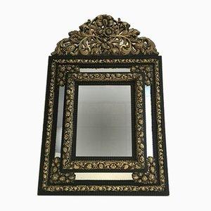 Antiker Spiegel aus getriebenem Kupfer