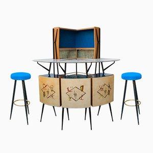 Mueble bar esquinero y dos taburetes de Consorzio Esposizione Mobili Cantù, años 50