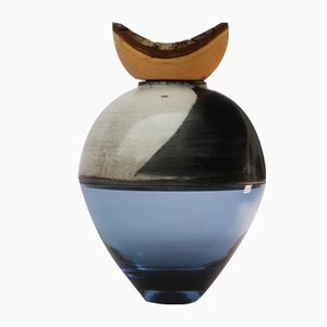 Vase Butterfly Stacking Vessel (Bleu) par Utopia et Utility, 2017
