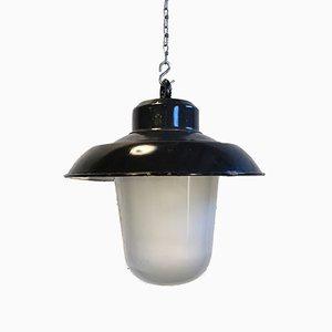 Lámpara de fábrica colgante vintage esmaltada en negro, años 60