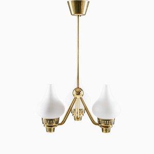 Lámpara de araña sueca de latón y vidrio opalino de Hans Bergström para ASEA, años 50