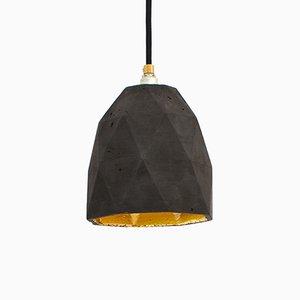 [T1] Hängelampe aus dunklem Beton & Gold Dreieck von Stefan Gant für GANTlights
