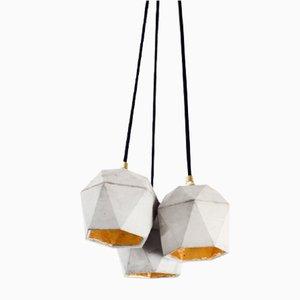 Lampada a sospensione triangolare [T2] a tre luci in cemento e placcata in oro di Stefan Gant per GANTlights