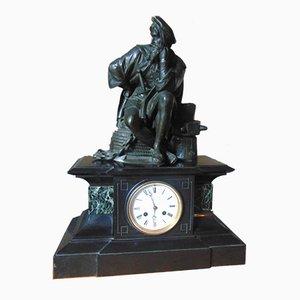Reloj antiguo con marinero de mármol