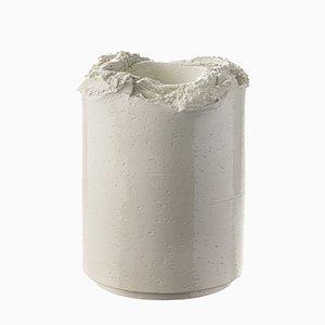 Vaso scultoreo bianco di Formafantasma per Bitossi