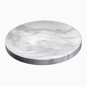 Vassoio Iris in marmo di Faye Tsakalides per White Cubes