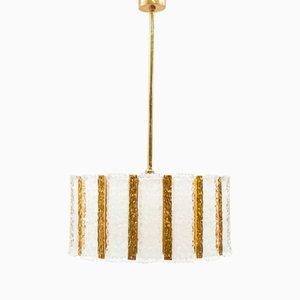 Lámpara colgante bañada en oro con cristal hielo de Kalmar, años 60