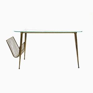 Mesa de centro italiana triangular de vidrio y latón, años 50