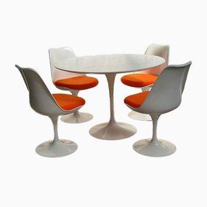 Tavolo da pranzo Tulip con quattro sedie di Eero Saarinen per Knoll International, anni '70