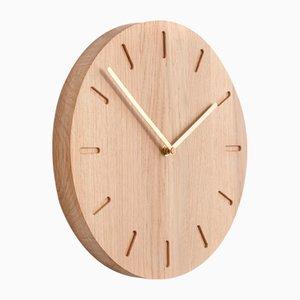 Eichenholz Watch:Out Uhr mit Messing Zeigern von Applicata