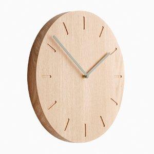 Eichenholz Watch:Out Uhr mit grünen Zeigern von Applicata