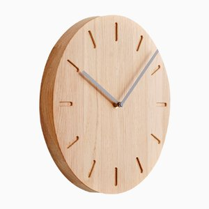 Eichenholz Watch:Out Uhr mit grauen Zeigern von Applicata