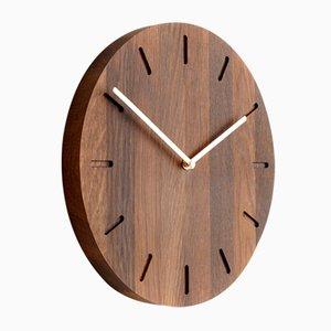 Dunkle Eichenholz Watch:Out Uhr Messingzeigern von Applicata
