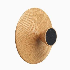 Kleiner geölter Eichenholz Nipple Haken mit schwarzer Front von Applicata