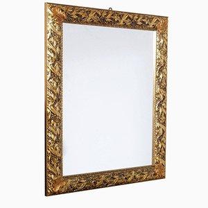 Specchio vintage con cornice dorata ed intagliata