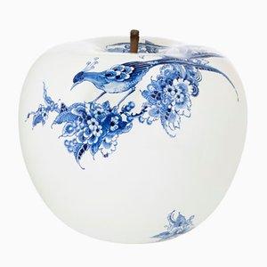 Apfel mit handgemaltem Pfau in limitierter Auflage von Sabine Struycken für Royal Delft