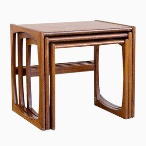 Tavolini ad incastro Mid-Century in teak di Kofod-Larsen, anni '60, set di 3