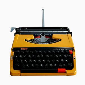 Macchina da scrivere DELUXE 250TR portatile di Brother, anni '70
