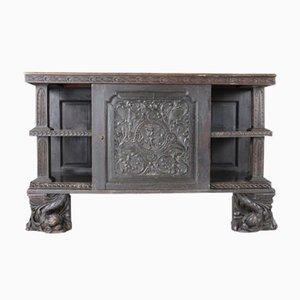 Antiker Schrank aus geschnitzter Eiche