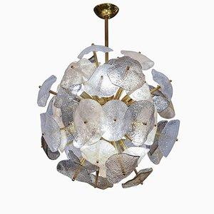 Lámpara de araña esférica de latón con hojas de cristal de Murano de Glustin Creation