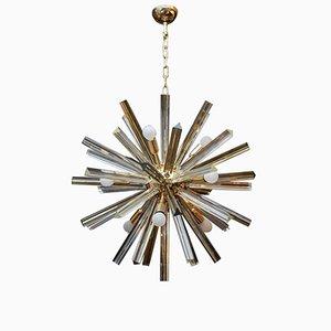Lámpara de araña redonda de latón con puntas de cristal de Murano Triedre de Glustin Creation