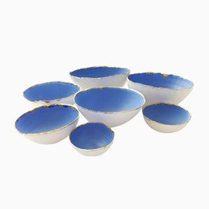Knochenporzellan Schalen in Blau & Weiß mit goldenem Finish von Manos Kalamenios für Madevonmanos, 7er Set