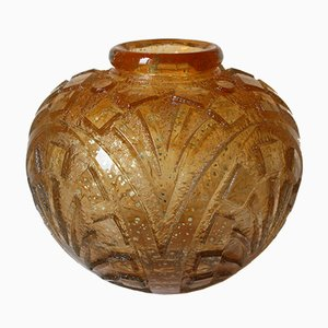 Säuregeätzte Art Deco Vase mit goldenen Einschlüssen von Daum