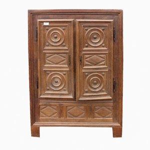 Armario de dos puertas Louis XVIII de roble macizo tallado con estantes, década de 1880