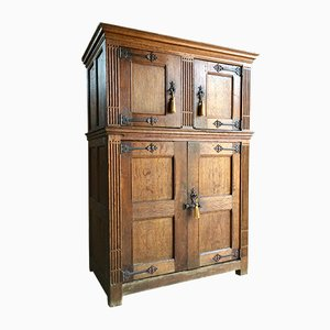 Antique Court Cupboard in Solid Oak, 1790s