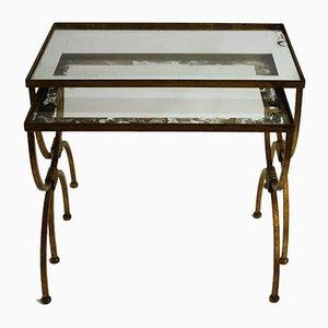 Mesas nido de metal dorado, años 60. Juego de 2