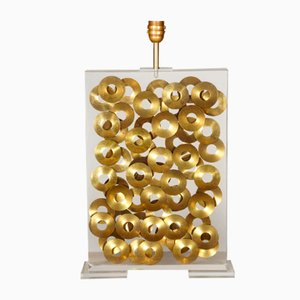Lámpara de mesa vintage de metacrilato con incrustaciones de anillos de latón de Maison Romeo