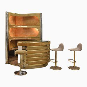 Mueble bar con espacio para almacenamiento iluminado y tres taburetes, años 70