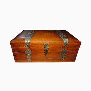 Caja modernista de madera
