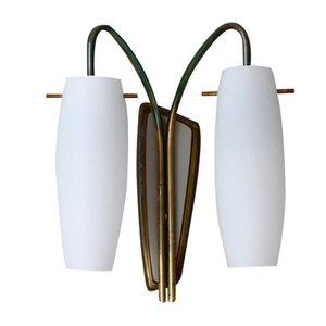 Lámpara de pared de latón y vidrio opalino, años 50