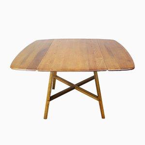 Mesa de comedor modelo 377 colonial de olmo y haya de Ercol, años 60