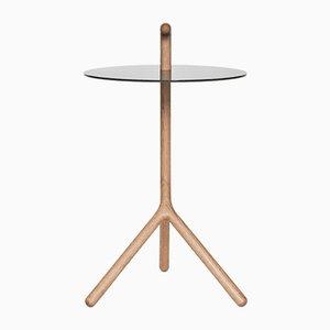 Mesa auxiliar Yot de roble y Corian negro de Florian Saul Design Developement