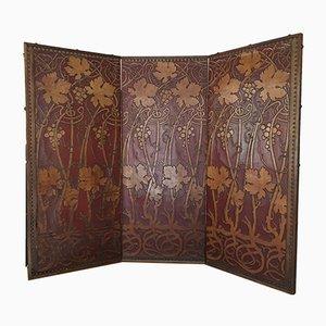 Divisorio Art Nouveau a tre pannelli in pelle goffrata, anni '10