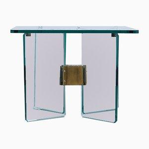 Mesa auxiliar vintage de vidrio y latón de Peter Ghyczy, años 70