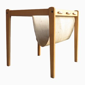 Mesa auxiliar vintage de abedul con revistero de lino