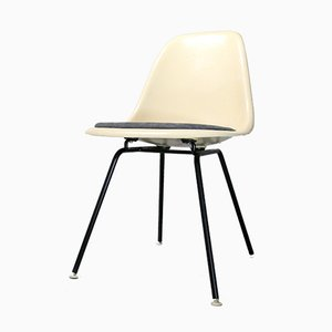 Silla auxiliar vintage de fibra de vidrio de Charles & Ray Eames para Vitra