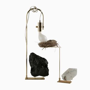Lámpara de mesa Wake Up Call con soporte con nido de pájaros de Richard Yasmine