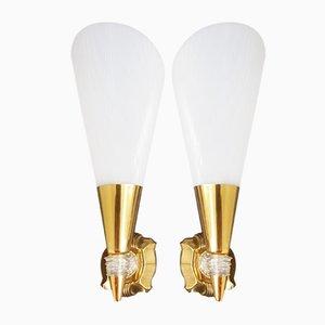Lámparas de pared francesas de latón y plexiglás, años 50. Juego de 2