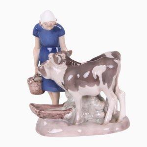 Figurine Modèle 2270 Fille avec Veau Vintage par Axel Locher pour Bing & Grøndahl