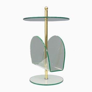 Mesa auxiliar con revistero de latón, vidrio y lucite, 1982