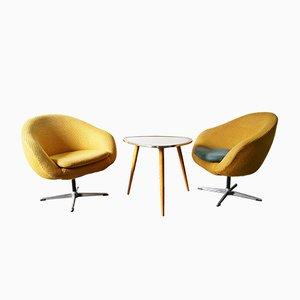 2 Mid-Century Sessel und 1 Beistelltisch