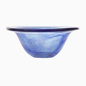 Scodella vintage blu in vetro soffiato punteggiato di Kosta Boda