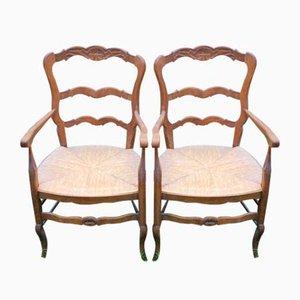Geschnitzte Armlehnstühle aus Nussholz, 1920er, 2er Set